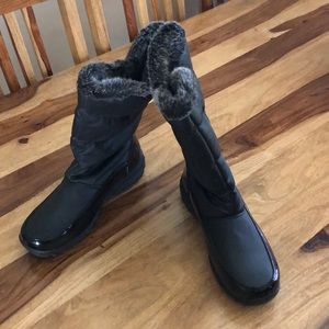 Rugged Outback Zip Side NWOT Snow Boots